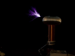 Tesla coil sparks from SSTC