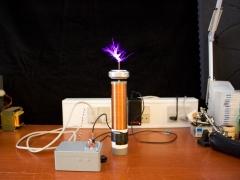 Tesla coil SSTC sparks 1