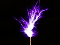 Tesla coil SSTC sparks closeup 3