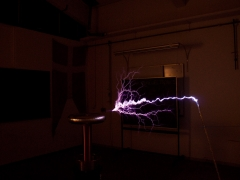 tesla coil DRSSTC long ground sparks 2