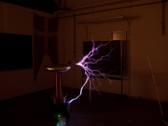 tesla coil DRSSTC  ground strike