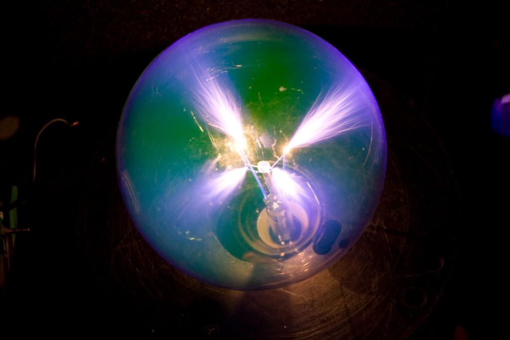 Simple plasma globe